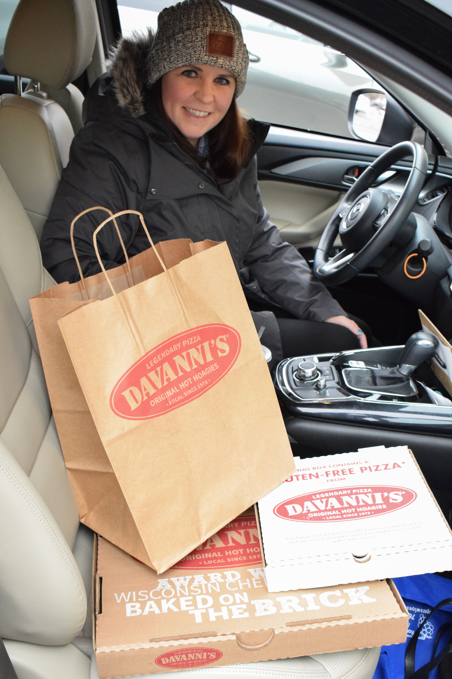 Davanni's offers Curbside Pick-Up. You can call and request it when ordering or select Curbside when ordering online!
